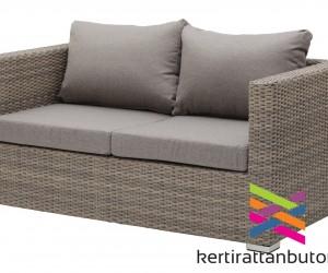 Homokszínű rattan kanapé